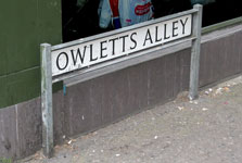 Owlett's Alley sign